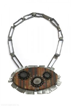 Tabea Reulecke - Strohblumen, necklace, 2010, mix of tropical woods, silver, horn - 25 x 14.5 x 3 cm
