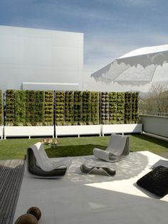 Lace parasol, geometric garden wall, modern outdoor furniture - Emotion VS Reason | by Uda architetti