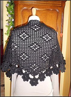 Shawl with diagram and step by step picture instructions. Use your web translator for this page.