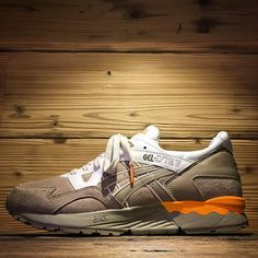 "Asics Gel Lyte V ""Casual Lux Pack"" realizzate in pigsking suede dalla qualità superiore,color desert con accenti orange in calzata unisex in store e online su www.shoelosophy.it  #spring2016 #asicscasualux #luxpack #gellytev #sand #desert #premiumsneskers #asicsgellyte #retrorunning #lifestyle #sneakerslimitededition #menswear #womenswear #kickstagram #complexkicks #sneakernews #glv"