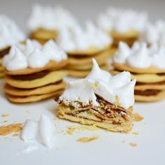 @cocinarencasa en Instagram:  Alfajores Rogel o Mini Rogel! Comida Baby Shower, Mini Tortillas, Sweet Cookies, Candyland, Holidays And Events, Food Styling, Love Food, Catering, New Baby Products