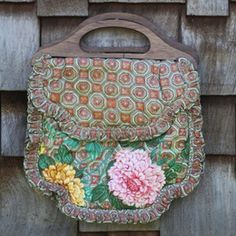 DelightfullyTacky / Shop My Closet -- I want this purse, too cute!  love the print combo, and the wooden handles.
