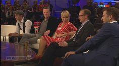 Andrea Ballschuh als rotes i-Tüpfelchen zwischen all den Herren!!!     Wir lieben Ihr Outfit in KD12 Polka Dots ♥
