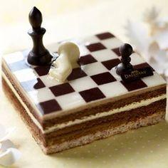 flopie-je-fouine:  Sympa le gâteau Jeu d'échecs deDALLOYAU^^#FOODART#dalloyau#designculinaire  One of my fav patisserie in Paris <3