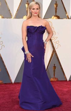 Reese Witherspoon in a custom Oscar de la Renta gown designed by Peter Copping at the 88th Academy Awards tonight. #Oscars2016