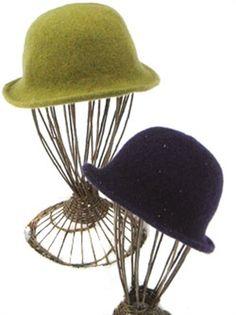 Filtet hat - Strikkeopskrift (strikkes i uld og vaskes i maskine, så den bli'r filtet) - 30 kr. for opskriften, man skal købe det tilhørende garn...(Uld!)