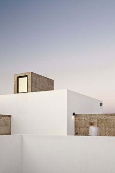 Villa Extramuros / Vora Arquitectura. Photograph by Adrià Goula