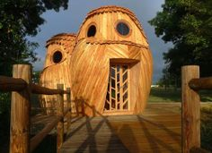 The Watchers - Owl Inspired Cabin. Ummm, I'd live in an owl shaped house!