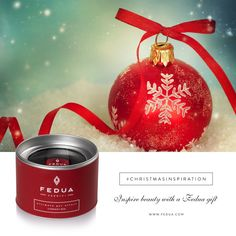 Christmas is red... with Fedua Currant Red! Find it on www.feduacosmetics.com Natale è rosso...con Currant Red di Fedua! Lo trovi su www.feduacosmetics.com #feduacosmetics #christmasinspiration #beautyinspiration
