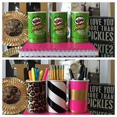 16 Insanely Clever Pringles Can Hacks You'll Actually Use - Upcycled Crafts Upcycled Crafts, Recycled Gifts, Diy Home Crafts, Creative Crafts, Crafts To Make, Pringles Dose, Pringles Can, Diy Para A Casa, Desk Organization Diy