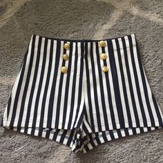 Coastal shorts Gold buttons with navy and white stripes. Zipper on the left side, stretchy band waist. Forever 21 Shorts