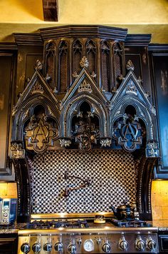 Designing a Gothic kitchen requires a creative vision. Here are several ways to designing a Gothic kitchen. Home Design, Küchen Design, Interior Design, Gothic Interior, Goth Home Decor, Gothic Furniture, Vintage Furniture, Gothic House, Gothic Mansion