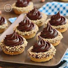 Fındıklı ve çikolatalı mini tart...Lezzetli mi lezzetli şahane tartlar.