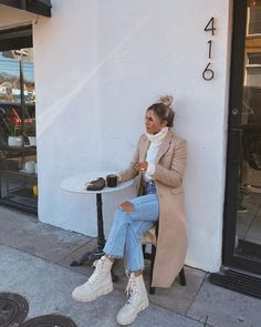 10 Ultra Chic Ways To Wear Combat Boots This Winter Summer Boots Outfit, Winter Boots Outfits, Winter Fashion Outfits, Stylish Outfits, White Winter Boots, White Dress Outfit, Warm Outfits, Cream Boots, Beige Boots