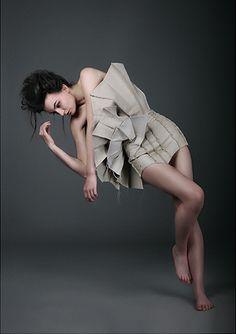 Strukturace Šaty: Kateřina Žaludová  Fakulta Umění a Designu | UJEP Ballet Skirt, Graphic Design, Skirts, Photography, Woman, Fashion, Moda, Tutu, Fotografie