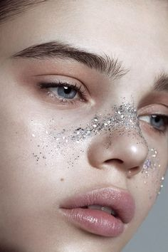 Lidia Estepa Glamor Iceland Lidia Estepa Glam… – About Eye Makeup Makeup Trends, Makeup Inspo, Makeup Art, Beauty Makeup, Hair Makeup, 80s Makeup, Body Makeup, Makeup Ideas, Glitter Make Up