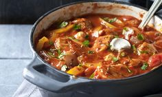 rundvleesgoulash met stokbrood - Recipes to Cook - Dutch Recipes, New Recipes, Favorite Recipes, Beef Goulash, Low Calorie Desserts, Tomato Cream Sauces, Homemade Soup, Pot Roast, Slow Cooker