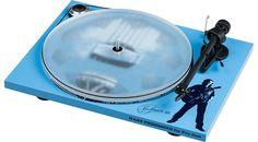 Mit dem Pro-Ject Hans Theessink Blues Recordplayer würdigt Pro-Ject Audio Systems einen der wichtigsten Blues-Musiker Österreichs, wenn auch mit niederländischen Wurzeln, Hans Theessink. Pro-ject Audio, Blue Roots, Blues Music, Audio System, Vinyl, Aluminium, Turntable, Music Instruments, Om