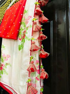 Saree Tassels Designs, Saree Kuchu Designs, Pattu Saree Blouse Designs, Blouse Designs Silk, Saree Blouse Patterns, Net Saree Blouse, Saree Dress, Khadi Saree, Kanchipuram Saree