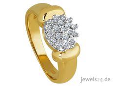 Ausdrucksvoller Diamantschmuck, ein Blüten Diamantring, in dem 19 getönt weiße, lupenreine Diamantenim Brillant Schliff gefasst sind. Die lupenreinen Diamanten, Brillanten sind in Form einer Blüte gefasst - ein passendes Geschenk zu Ostern. Machen Sie Ihrer Liebsten eine Freude und schenken Sie edlen Diamantschmuck statt Schokolade. Mehr Diamantschmuck und eindrucksvolle Geschenkideen finden Sie in unserem Online Schmuck Shop www.jewels24.de #ostern #geschenkidee #diamantschmuck #diamantring Form, Engagement Rings, Jewelry, Fashion, Jewelry Shop, Princess Cut, Stocking Stuffers, Glee, Chocolate