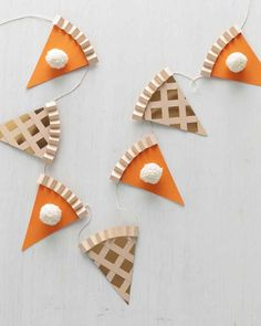 Thanksgiving Pie Garland is so cute for the kids table section at the holiday feast.