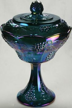 OWN Bought this today! Vintage Indiana Carnival Glass Harvest Grape Wedding Bowl With Lid Fenton Glassware, Antique Glassware, My Glass, Glass Art, Motifs Art Nouveau, Blue Carnival Glass, Rainbow Glass, Vintage Dishes, Vintage Pyrex