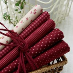 Jenny Red Wine 5 Different Kinds Quilt Fabric Bundle Fabric Photography, Quilt Material, Red Cottage, Fabulous Fabrics, Fabric Patterns, Sewing Projects, Decoration, Country Charm, Burgundy