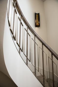 Graceful curve of helix staircase by John Desmond Ltd. Balustrade is not brass but Almond Gold PVD coated coloured stainless steel. Stair Railing Design, Staircase Railings, Stairways, Staircase Molding, Staircase Diy, Spiral Staircase, Stainless Steel Staircase, Hall Interior Design, Steel Handrail