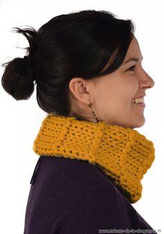 """""""Lainorme"""" est la nouvelle laine de La Droguerie !! Facile et rapide à tricoter ! Le bonnet et le col """"Rue des Blancs-Manteaux"""" Taille unique adulte. Le col et le bonnet se tricotent avec des aiguilles 12. Points jersey et côtes 1/1. échantillon 10×10 cm : 8 mailles x 10 rangs #ladroguerie #tricot"""