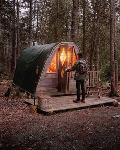 Small Log Cabin, Little Cabin, Cozy Cabin, Bushcraft Backpack, Bushcraft Camping, Survival Shelter, Wilderness Survival, Shelters In The Woods, Camping Shelters