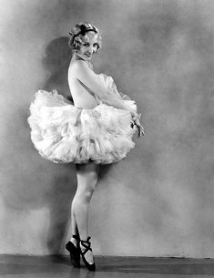 circa Actress and dancer Bessie Love born Juanita Horton, popular star of MGM films such as 'Broadway Melody'. (Photo by Clarence Sinclair Bull) Classic Hollywood, Old Hollywood, Hollywood Icons, Hollywood Stars, Bessie Love, Female Dancers, Silent Film Stars, Star Wars, Portraits