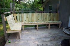 Diy garden bench out door bench plan built into a corner of a green treated deck . Outdoor Stools, Outdoor Decor, Garden Storage Bench, Garden Design Ideas Videos, Garden Ideas Diy Cheap, Shed With Porch, Bench Designs, Bench Plans, Outdoor Projects