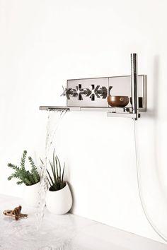 Wannenset mit Wasserfall mit Brausekopf zur Wandmontage Kollektion Waterblade by RUBINETTERIE RITMONIO   Design Peter Jamieson