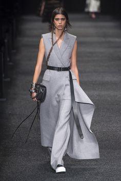 Alexander McQueen   Ready-to-Wear - Autumn 2017   Look 21