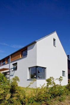 EFH F,  Nähe Braunschweig: skandinavische Häuser von gondesen architekt Style At Home, Garage Doors, Mansions, House Styles, Outdoor Decor, Home Decor, Pictures, Scandinavian House, Farmhouse