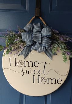 Thanks for clicking on my shop! I absolutely love what I do and cant wait to make something for YOU. Each door hanger is handmade & unique. These are SOLID, REAL pine wood boards There will be times that some signs will have more knots in the wood grain than others. Each round board measures 17.75 Wooden Door Signs, Wooden Door Hangers, Diy Wood Signs, Wooden Doors, Welcome Signs Front Door, Wooden Welcome Signs, Front Door Decor, Door Hanging Decorations, Wooden Wreaths