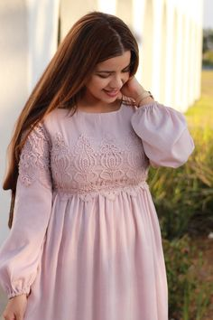 Did you grab a Sandra dress? These are gorgeous! Modern Outfits, Girly Outfits, Pretty Outfits, Dress Outfits, Blush Dresses, Modest Dresses, Modest Fashion, Fashion Dresses, Hijab Fashion