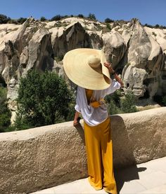 Not only is it a prop that can give even the most basic of photographs an editorial feel, it's large enough to offer ample protection from the sun. Outfits With Hats, Summer Hats, African Fashion, African Style, Sun Hats, Summer Outfits, Beach Outfits, Latest Fashion Trends, Everyday Fashion