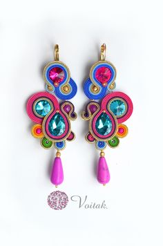 Soutache Jewelry. Artystyczna Biżuteria Autorska Katarzyna Wojtak: #0084 Kolczyki i #0085 bransoletka. Rio d'Ana. Komplet Sutasz. Diy Tassel Earrings, Soutache Necklace, Rhinestone Earrings, Bead Jewellery, Jewelery, Earring Trends, Polymer Clay Charms, I Love Jewelry, Handmade Necklaces