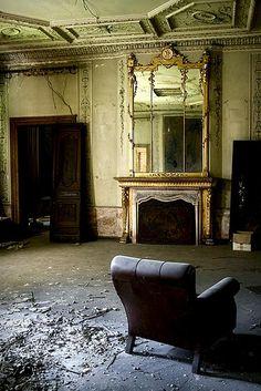 Urbex, urban exploration, abandoned building, urban decay, creepy, abandoned house