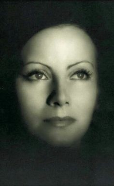 "Greta Garbo, publicity portrait for ""The Kiss"". Photo by Clarence Sinclair Bull, Hollywood Cinema, Vintage Hollywood, Hollywood Actresses, Classic Hollywood, Swedish Actresses, Classic Actresses, Photo Star, Mata Hari, Marlene Dietrich"