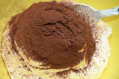 Desert cu mascarpone, cacao si biscuiti | MiremircMiremirc Tiramisu, Deserts, Cake, Ethnic Recipes, Food, Mascarpone, Pie Cake, Pie, Cakes