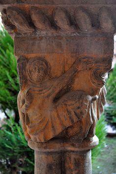 Claustre Valldaura,capitel del Monasterio de los Capuchinos de Manresa,Bages.  Cataluña
