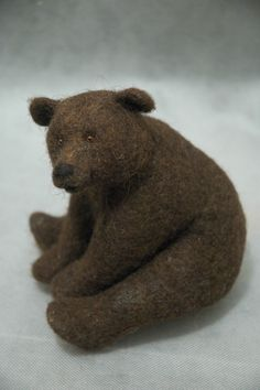 Needle felted grizzly bear by Natasha Fadeeva. check out this girls site  she makes the most amazing stuffed animals 6b4ceb4c146e