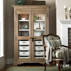 love these glass doored cabinets with shelves and drawers