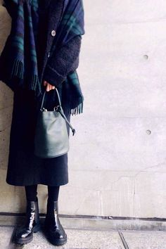 Modest Fashion, Daily Fashion, Bucket Bag, Messenger Bag, Winter Outfits, Normcore, Lady, My Style, Womens Fashion