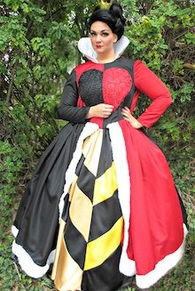 Alice in Wonderland Queen of Hearts Diy Costumes, Cosplay Costumes, Halloween Costumes, Alice Cosplay, Party Characters, Heart Party, Alice In Wonderland Party, Superhero Party, Party Entertainment