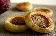 Sfogliatine con cipolle caramellate. Siete alla ricerca di un antipasto veloce e semplice da preparare? Vi consiglio queste sfogliatine con cipolle caramellate:
