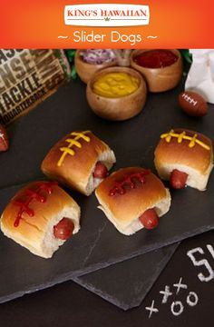 Bring the tailgating party into your home with these Super Bowl-inspired King's Hawaiian Slider Dogs. Made with King Hawaiian's Original Hawaiian Sweet Dinner Rolls, they're sure to take your Game Day party to the next level. Tailgating Recipes, Tailgate Food, Hawaiian Sweet Breads, Hawaiian Recipes, Super Bowl Essen, Sweet Dinner Rolls, Good Food, Yummy Food, Le Diner