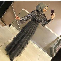 The picture can contain: 1 person standing and inside Abaya Fashion, Muslim Fashion, Fashion Dresses, Modest Fashion, Hijab Evening Dress, Hijab Dress Party, Hijab Fashionista, Dresses Elegant, Most Beautiful Dresses